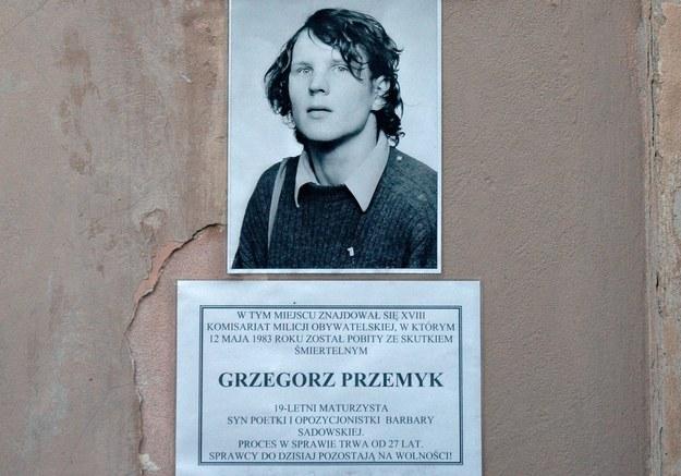 Zdjęcie Grzegorza Przemyka w miejscu, gdzie został śmiertelnie pobity /Krzysztof Wojciechowski /Agencja FORUM