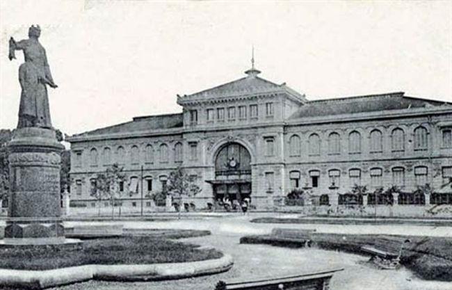 Đây là tòa nhà được người Pháp xây dựng với phong cách đậm chất châu Âu 1886 - 1891 theo đồ án thiết kế của kiến trúc sư Villedieu cùng phụ tá Foulhoux.