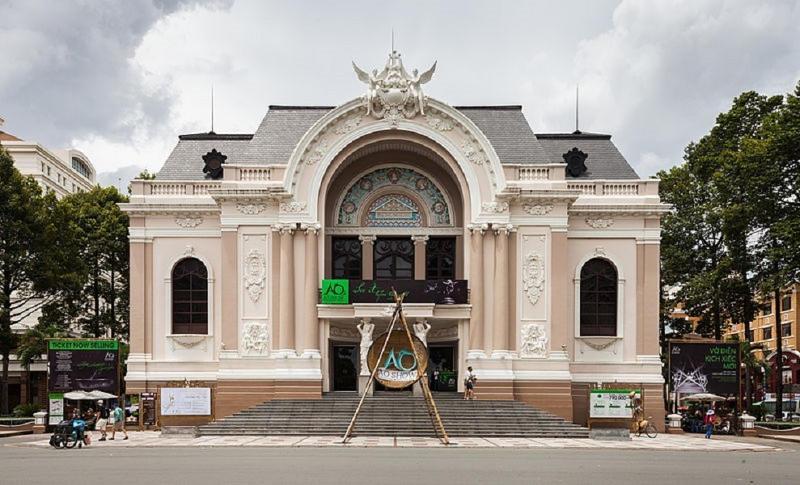 Ngày nay, Nhà hát được trang bị với trang thiết bị điện, chiếu sáng và hệ thống âm thanh tối tân nhất.