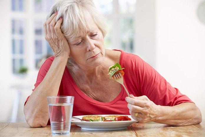 Cảm nhận vị giác bắt đầu thay đổi ở tuổi 60 khi độ nhạy cảm của khứu giác bắt đầu giảm dần.
