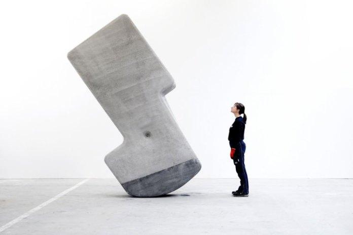 Sử dụng những khối đá với mật độ và trọng tâm phù hợp, con người có thể xây bất cứ thứ gì mình muốn.