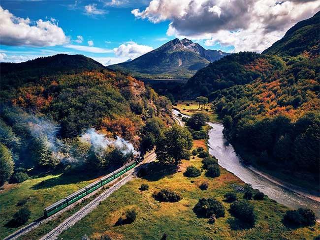 Thành phố Ushuaia sở hữu phong cảnh thiên nhiên xinh đẹp và đầy màu sắc.