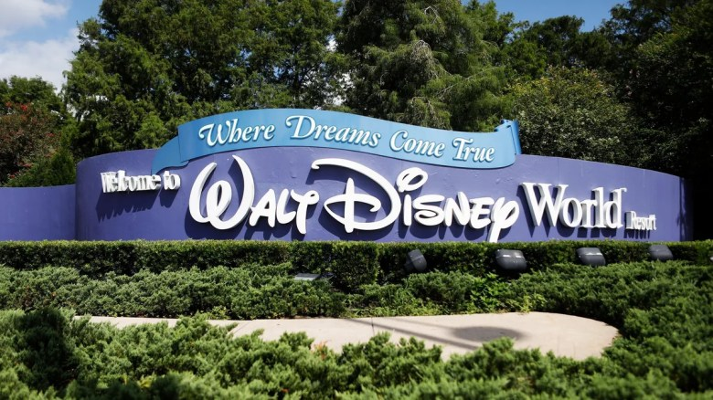 Disney requires vaccination of its employees in the United States
