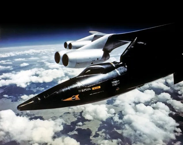 X-15 prima di venire sganciato da un B-52 ad altissima quota