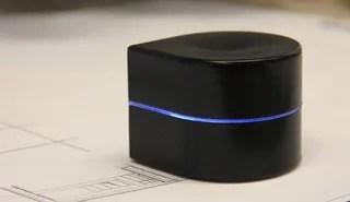 Esta ingeniosa mini-impresora recorre sola el papel para imprimir