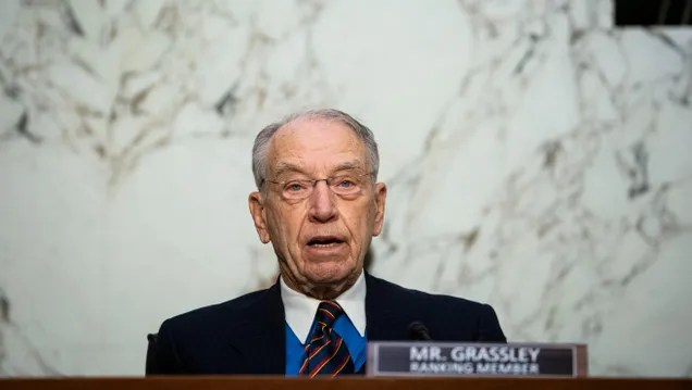 fddb8948a461eac9d5a8b5d422ab28b7 Chuck Grassley Tweets That Cable Companies Have Gotten 'To [Sic] Big Like Goggle [Sic]'   Gizmodo