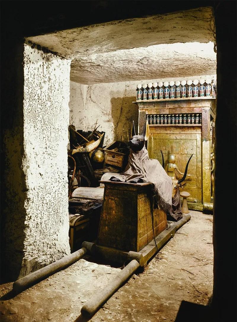 Las espectaculares fotos del hallazgo de Tutankamón en 1922, restauradas y a todo color
