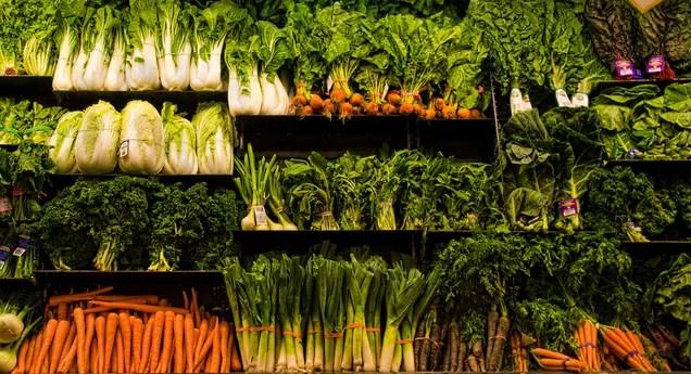 La verdura fresca realmente più costosa di quanto è congelata o inscatolata?
