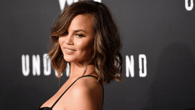 Illustration for article titled Chrissy Teigen Tells House Democrats That Women Should Say 'Fuck You' More Often