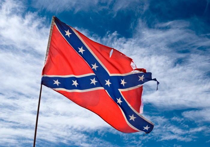 Illustration for article titled Contractor Shows Up at Black Couple's House With Confederate Flag, Shockingly Gets Fired: 'I Didn't Know the Flag Offended, Y'all'