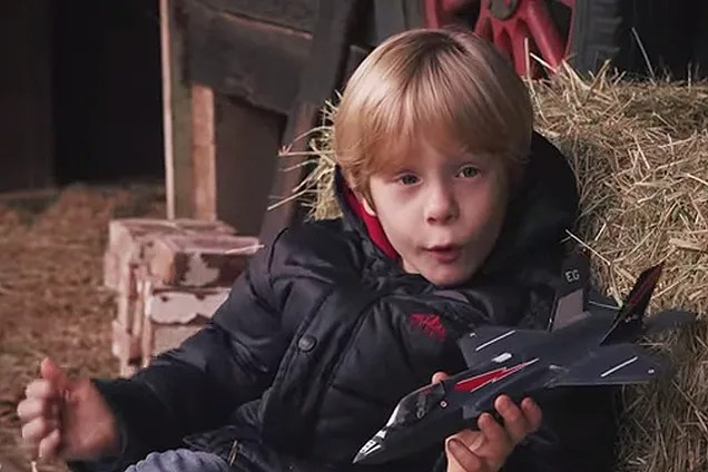 This Super Hornet Ad With Kids Showing Off Their Toy Jets Is Genius