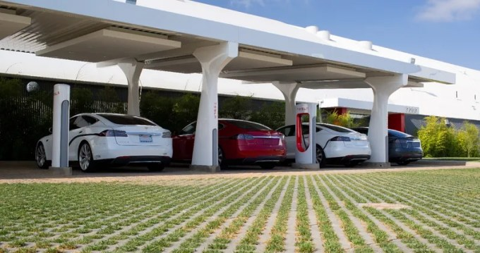 Tesla Is Developing A Growth Team With Hires From Facebook And Uber