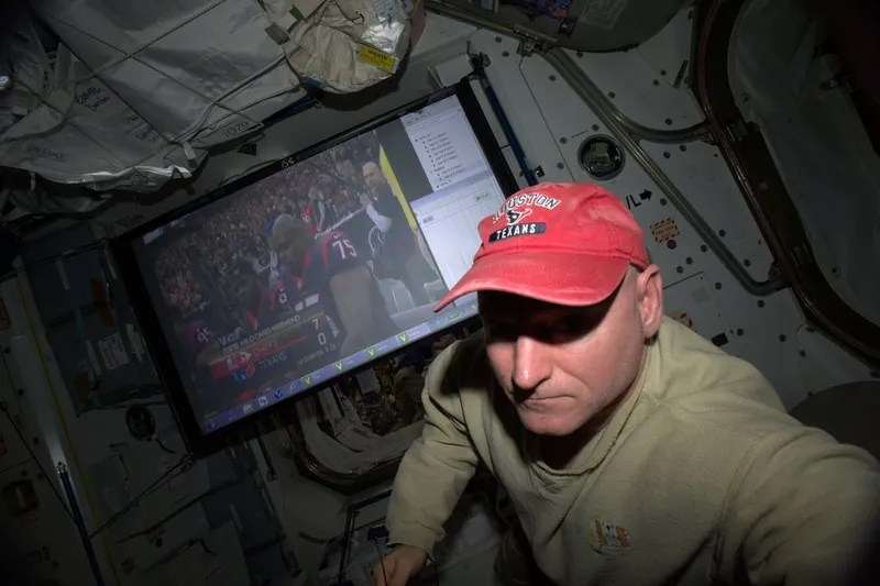 Astronaut Scott Kelly on Liquid Salt, a Stinky Station, and Sleeping in Freefall