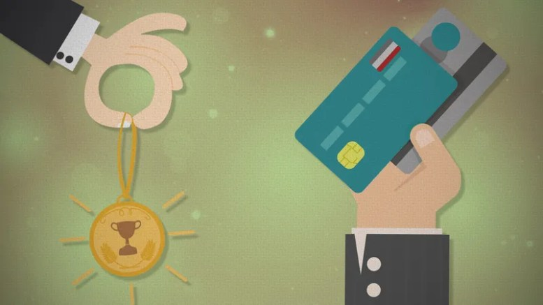 Money Advice The Experts Dont Agree On Using Credit Card