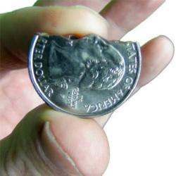Фокус Откусывание монеты