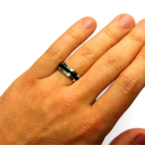 Магнитное кольцо на руке