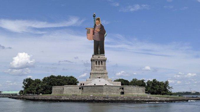 Statue of Liberty National Monument Sky Cloud Sculpture Tourism Landmark Bank Monument Watercourse Memorial Reservoir Cumulus National monument Statue