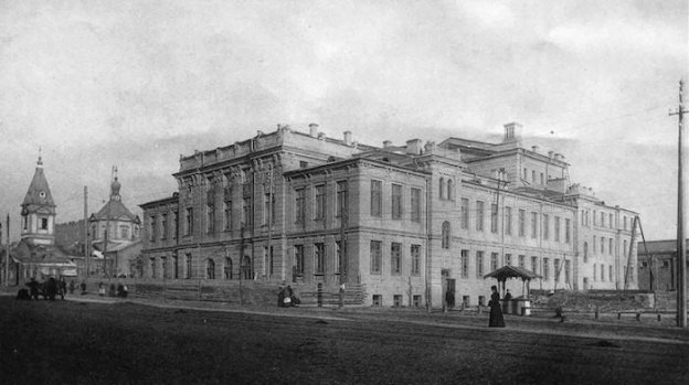 Троицкий народный дом, где располагался театр Садовского, ныне – здание Оперетты