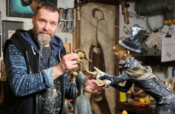 Петербургский скульптор Роман Шустров находится в Мариинской ...
