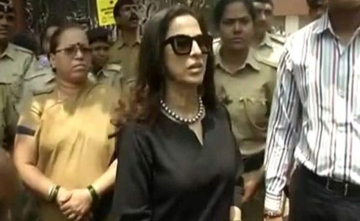On Shobhaa De's Petition, Supreme Court Stays Notice to Her by Maharashtra Assembly