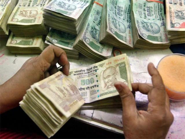 मुंबई : भिखारी के घर में आग, जलते हुए मिले नोटों से भरे हुए दो बोरे...