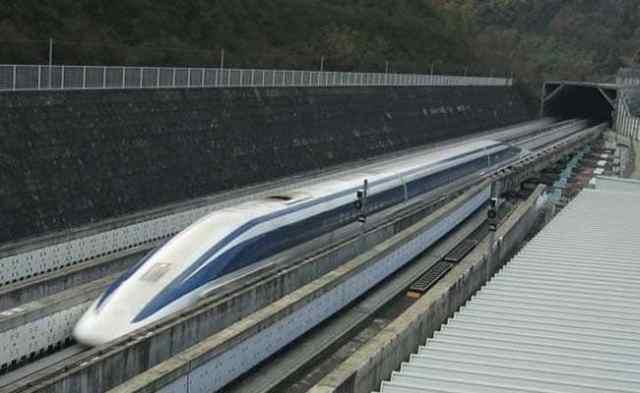 मुंबई-अहमदाबाद बुलेट ट्रेन को खंभों पर दौड़ाने पर विचार, 10 हजार करोड़ तक बढ़ सकती है लागत
