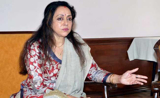 बीजेपी सांसद हेमा मालिनी पर डांस स्कूल के लिए 'भूमि कब्जाने' का आरोप