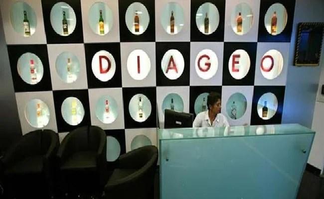 शराब निर्माता डियाजियो की पूरे साल की बिक्री बार्स में डिमांड के रूप में बढ़ती है, रेस्टोरेंट्स को ऊपर उठाता है