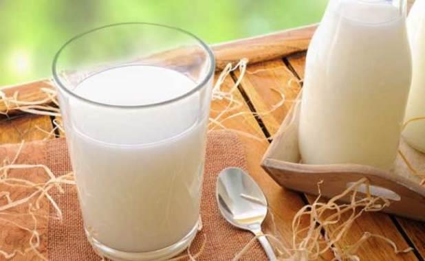milk helps in shrinking the under eye tissue