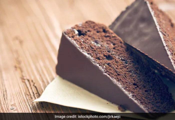 Moist Eggless Chocolate Cake Recipe How To Make Moist Eggless