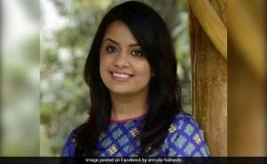 """""""अमृता फड़नवीस को महाराष्ट्र छोड़ना चाहिए अगर वह पुलिस पर भरोसा नहीं करती """": मंत्री"""