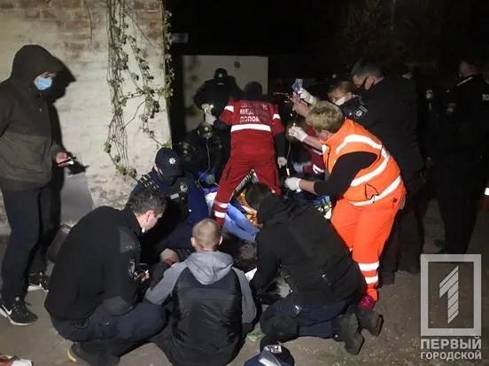 У Кривому Розі на вулиці розстріляли молоду пару: дівчина загинула
