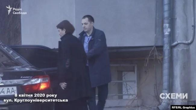 Венедіктова виїжджає від будинку в Києві
