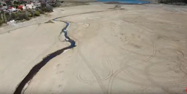 Речка, впадающая в водохранилище, превратилась в ручеек