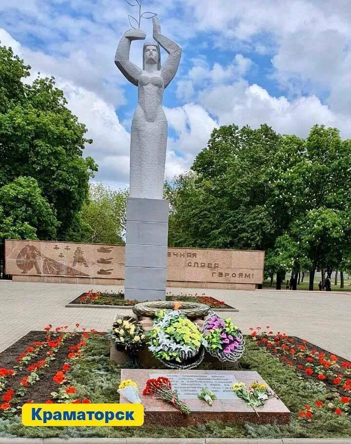 Сивохо заявив, що 9 травня його команда поклала квіти в Донецьку. Фото