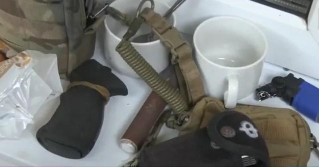 Изъятые у боевиков вещи