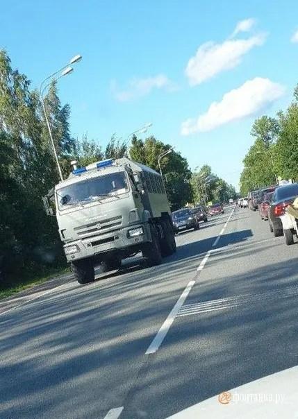 В России заметили движущуюся в сторону Беларуси колонну военной техники.