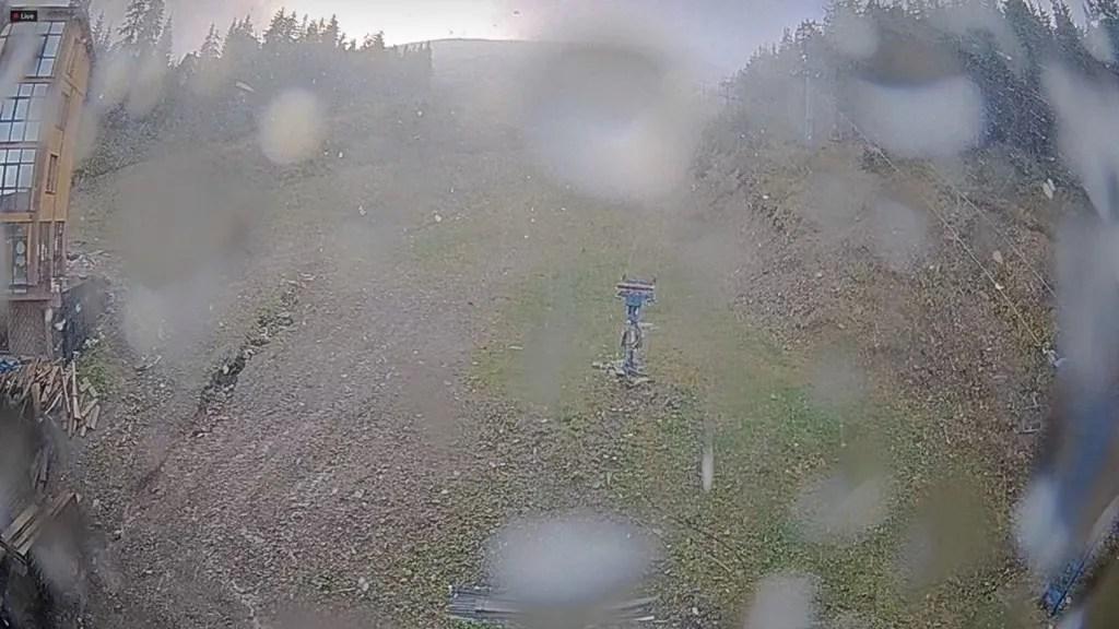 В Україні випав перший сніг: фотофакт