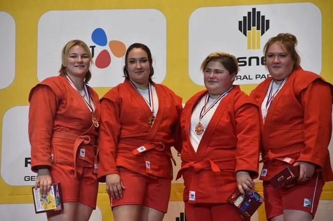 Анастасія Сапсай (друга зліва) – чемпіонка світу
