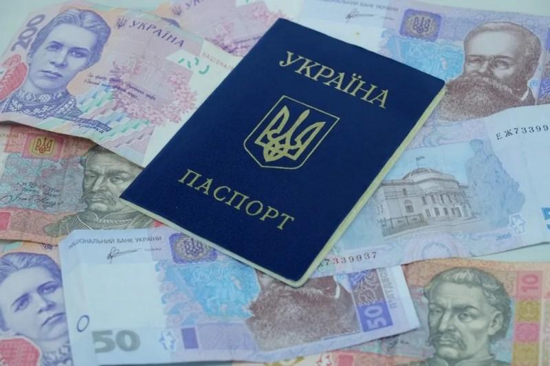 Кредити без підпису і під 500%: від афери Манівео масово страждають українці
