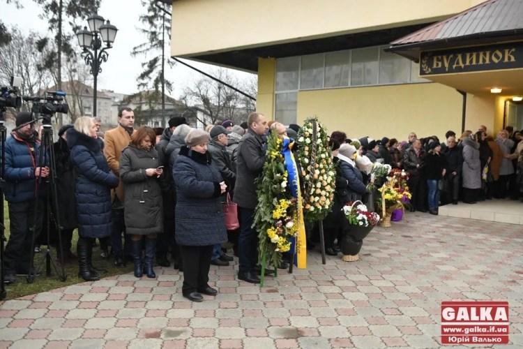 У Івано-Франківську попрощалися із бортпровідницею літака МАУ Марією Микитюк