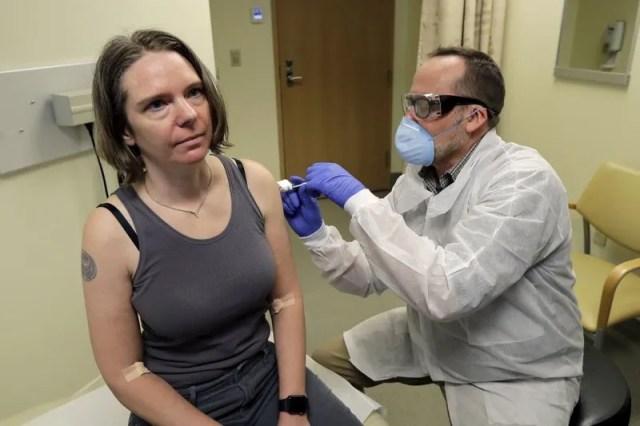 В США ввели вакцину против коронавируса добровольцам
