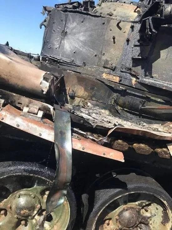 В Астраханской области ПТУР попала в танк Т-90А.