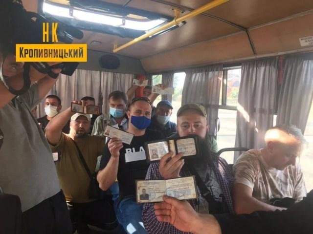 Ветераны войны на Донбассе проучили маршрутчика.