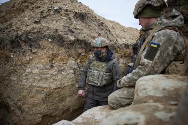 Зеленский посетил позиции украинских войск на передовой