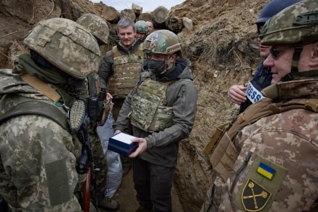 Военные рассказали президенту о ситуации на фронте