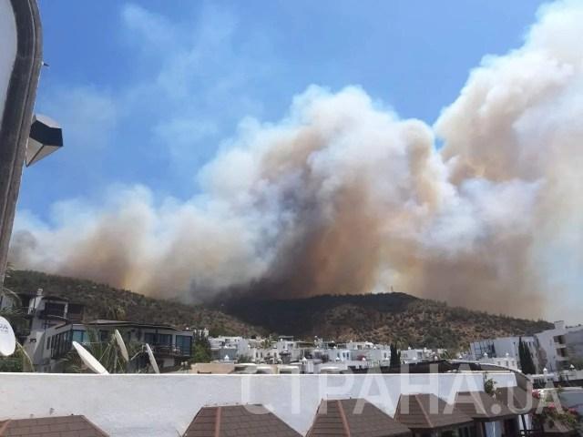 Пожежа дуже швидко поширюється, стверджують туристи