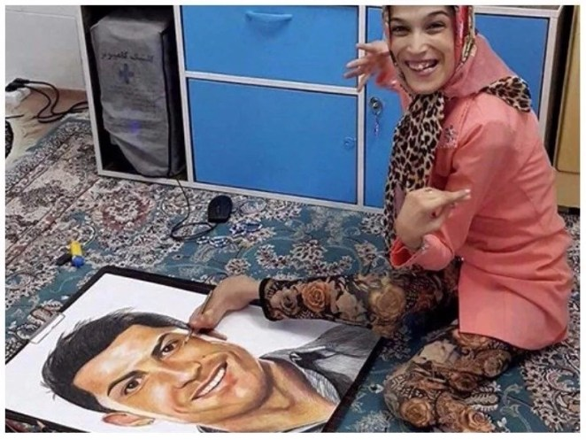 Disabled female artist draws incredible portraits of Cristiano Ronaldo using her feet (photos)
