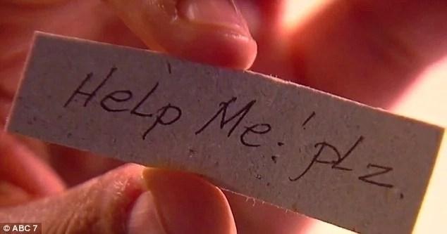 Madre encontró una espeluznante nota y un número teléfonico escondidos dentro de la ropa interior de su hija
