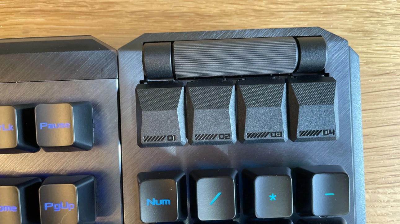 Кнопки мультимедиа на беспроводной клавиатуре Asus ROG Claymore II справа